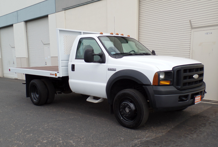 2007 Ford F-550 XL 4 x 4 10' Flatbed w/ Only 104K