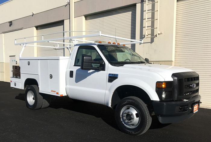 2009 Ford F-350 XL 4 x 4 Utility w/ Only 46K