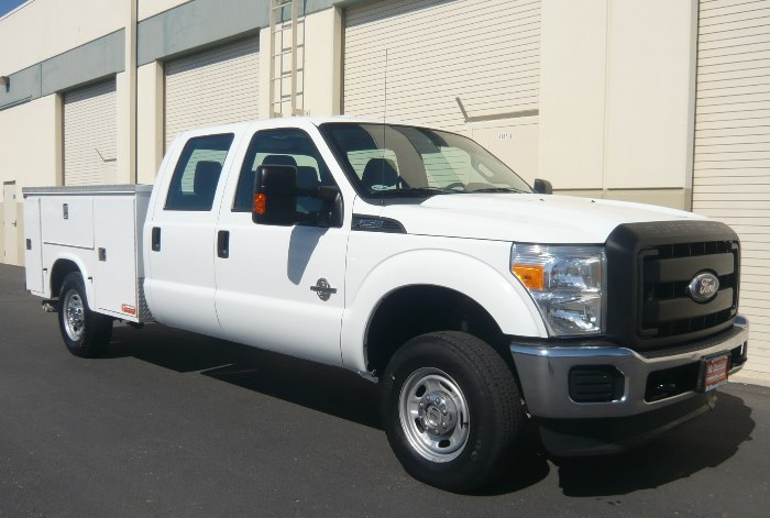 2011 Ford F-250 Crew Cab XL Super Duty 4 x 4 Utility w/ 129K